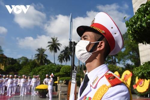 Lãnh đạo Đảng, Nhà nước đặt vòng hoa, tưởng niệm các Anh hùng liệt sỹ - ảnh 11