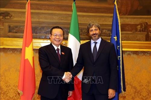Vize-Parlamentspräsident Phung Quoc Hien führt Gespräche mit Leitern des italienischen Unterhauses - ảnh 1