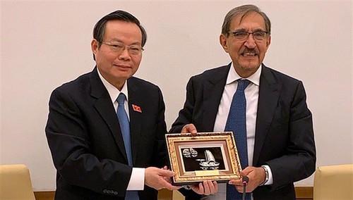 Vize-Parlamentspräsident Phung Quoc Hien führt Gespräche mit Leitern des italienischen Senats - ảnh 1