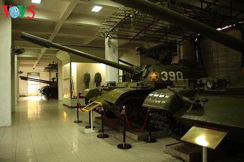一睹1975年4月30日撞倒独立宫铁门的390号坦克风采 - ảnh 4