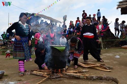 西北地区赫蒙族同胞生活中的糍粑 - ảnh 2