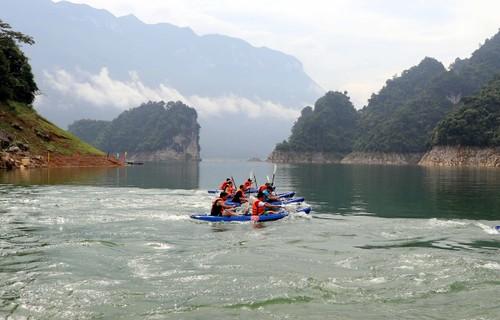 Kayaking in Vietnam and kayak racing in Tuyen Quang province   - ảnh 3
