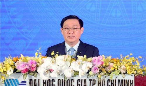 Deputy PM Vuong Dinh Hue attends HCMC National University's new school year celebration - ảnh 1