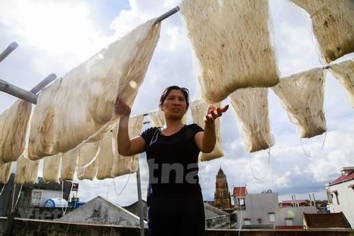 Co Chat silk village keeps thread alive - ảnh 1