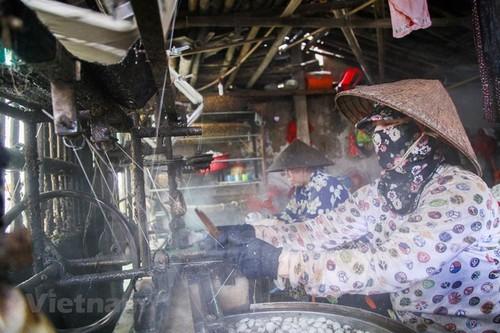 Co Chat silk village keeps thread alive - ảnh 4