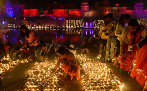 Diwali - Festival of Lights – the biggest in India         - ảnh 3