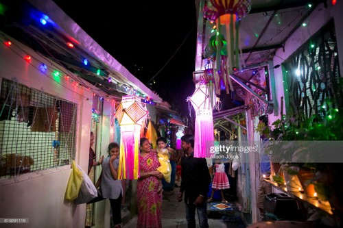Diwali - Festival of Lights – the biggest in India         - ảnh 2