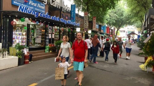 Book street, a culture space in Ho Chi Minh City - ảnh 1