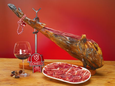 Spanish Iberian ham, the world's most expensive cured meat - ảnh 1