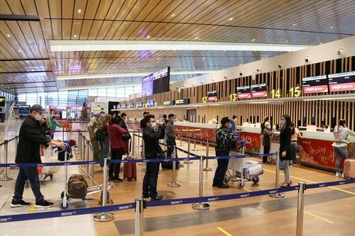 Van Don International Airport resumes operation - ảnh 1