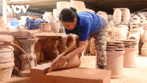 Binh Duong struggles to preserve pottery-making craft as challenges mount - ảnh 1