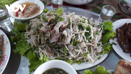 Bong fish – a special dish of the Tay in Yen Bai - ảnh 2
