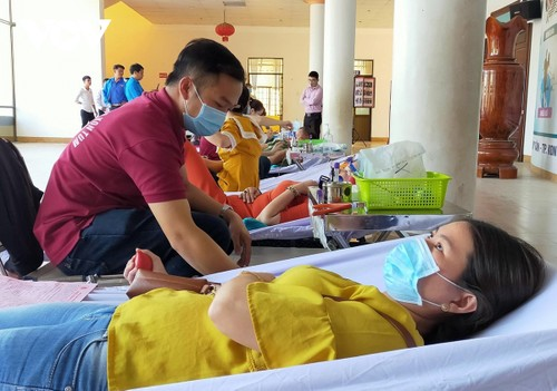 Voluntary Blood Donation Day observed nationwide - ảnh 1