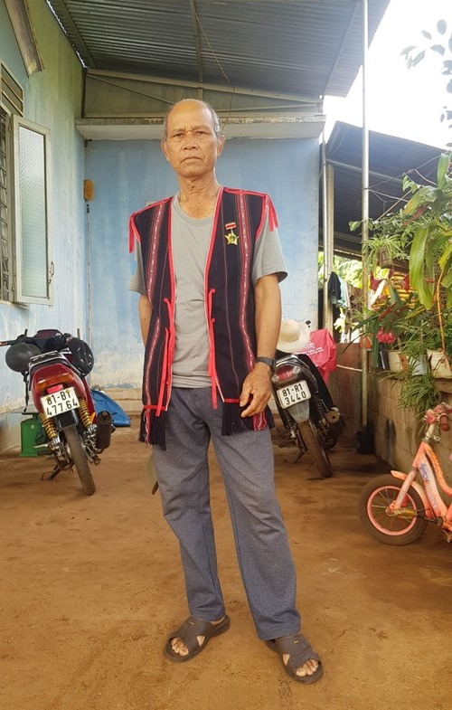 Gia Lai's village chief leads locals drives to reduce poverty, safeguard security - ảnh 1