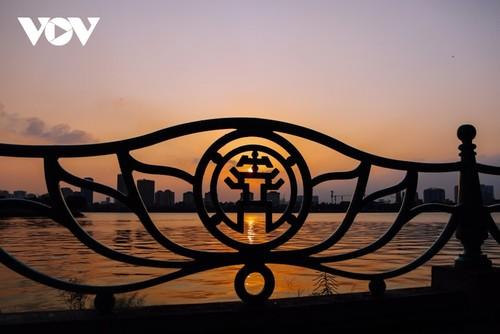 Beautiful sunset on Hanoi's West Lake - ảnh 6