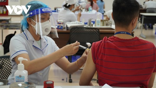 HCM city goes all out in its largest-ever immunization drive  - ảnh 1