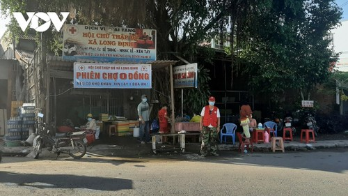 Tien Giang's free market warms the heart of disadvantaged people - ảnh 1