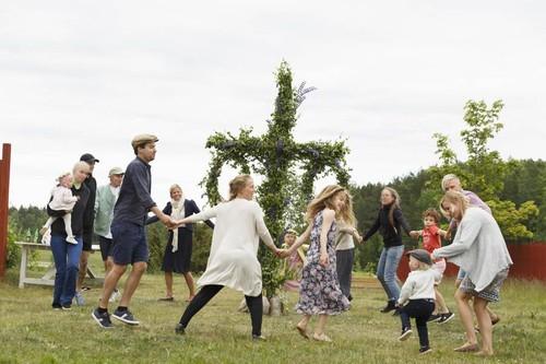 Swedish Midsummer festival - ảnh 1