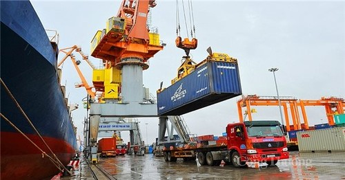 Vietnam's trade revenue rose 29% in the first 7 months of this year   - ảnh 1