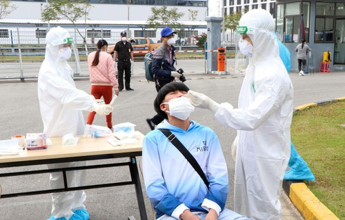 Strict management of people travelling from pandemic-hit areas to other localities - ảnh 1