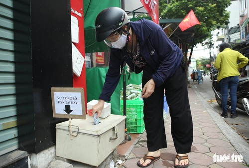 Unmanned shops ensure safety during pandemic - ảnh 2