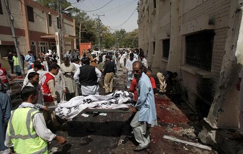 Soixante-dix morts dans un attentat des talibans au Pakistan - ảnh 1