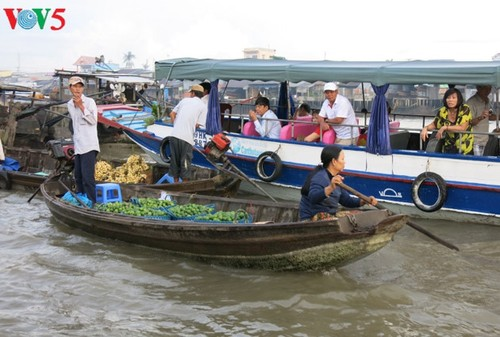 Ciri budaya yang khas di pasar terapung daerah Nam Bo Barat - ảnh 1