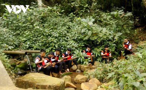 Intercambio artístico entre jóvenes apasionados por los gongs en Buon Ma Thuot - ảnh 3