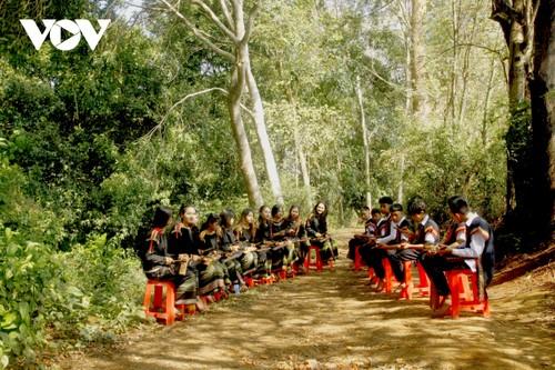 Intercambio artístico entre jóvenes apasionados por los gongs en Buon Ma Thuot - ảnh 1