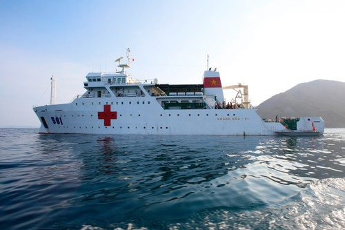 El buque hospital 561-Khanh Hoa-01 sirve al distrito insular de Truong Sa - ảnh 1