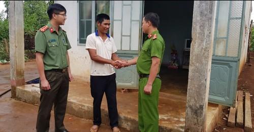 """El club """"Amigos se ayudan unos a otros"""" en la comunidad étnica de Ia Bang - ảnh 1"""