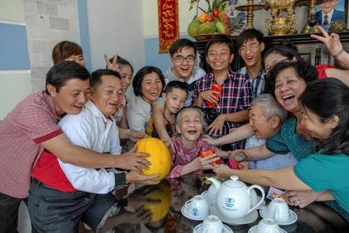 """Día de la Familia en Vietnam 2021: """"Familia pacífica - Sociedad feliz"""" - ảnh 1"""