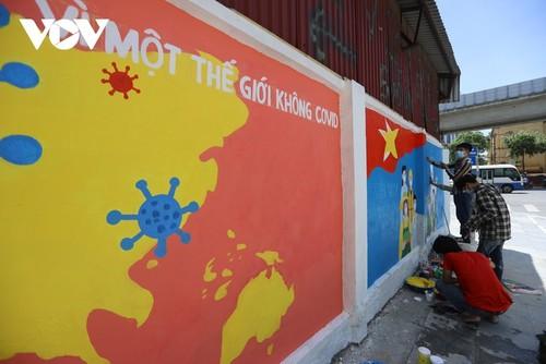 Murales de propaganda sobre la respuesta al covid-19 en Hanói - ảnh 1