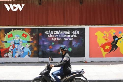 Murales de propaganda sobre la respuesta al covid-19 en Hanói - ảnh 2