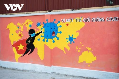 Murales de propaganda sobre la respuesta al covid-19 en Hanói - ảnh 4