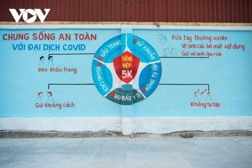 Murales de propaganda sobre la respuesta al covid-19 en Hanói - ảnh 9