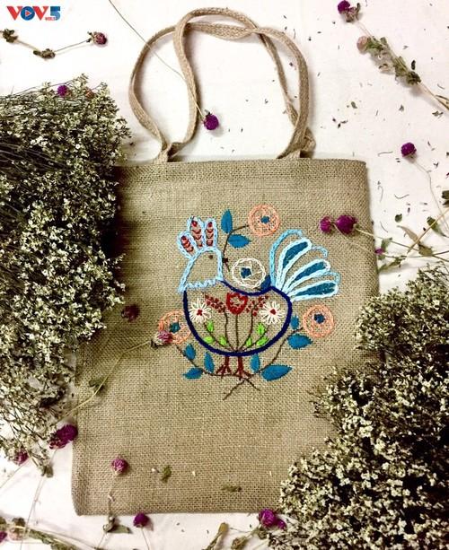 Marca local y ecológica en Hanói produce bolsos de arpillera - ảnh 10