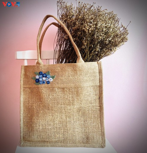 Marca local y ecológica en Hanói produce bolsos de arpillera - ảnh 11