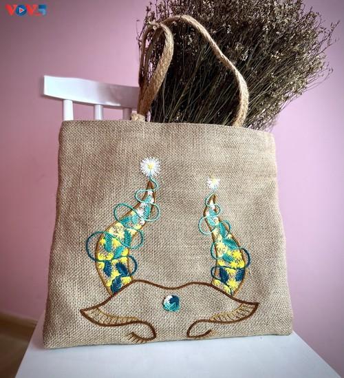 Marca local y ecológica en Hanói produce bolsos de arpillera - ảnh 13