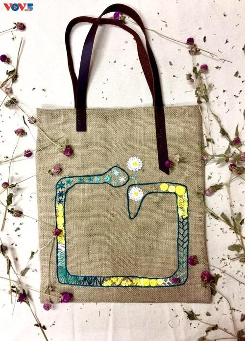 Marca local y ecológica en Hanói produce bolsos de arpillera - ảnh 14