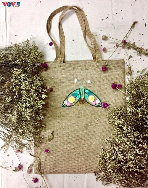 Marca local y ecológica en Hanói produce bolsos de arpillera - ảnh 15