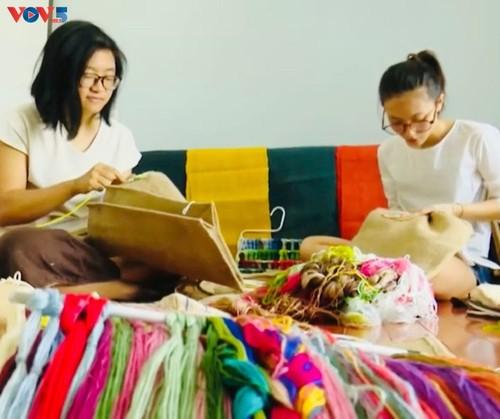 Marca local y ecológica en Hanói produce bolsos de arpillera - ảnh 1