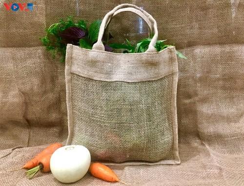 Marca local y ecológica en Hanói produce bolsos de arpillera - ảnh 4