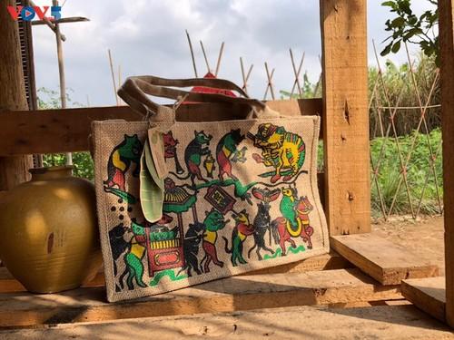 Marca local y ecológica en Hanói produce bolsos de arpillera - ảnh 5