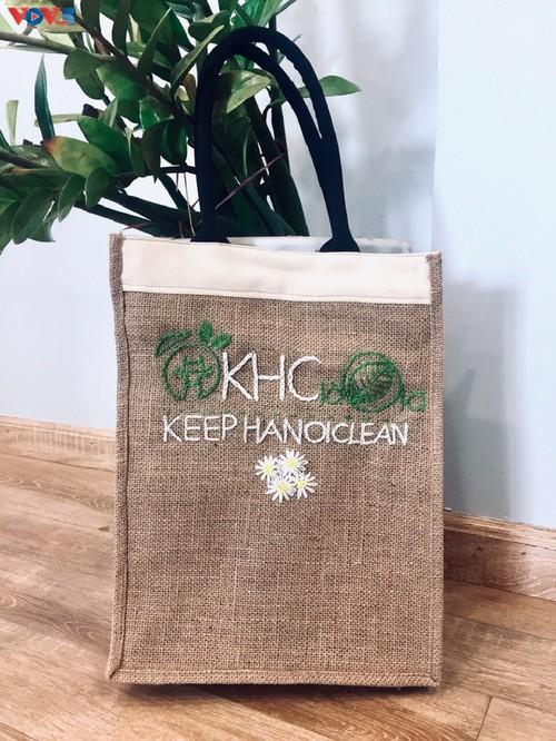Marca local y ecológica en Hanói produce bolsos de arpillera - ảnh 9