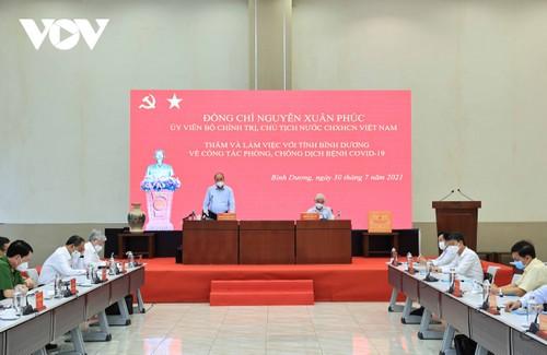 Presidente vietnamita trabaja con las autoridades de Binh Duong sobre el control epidémico - ảnh 1