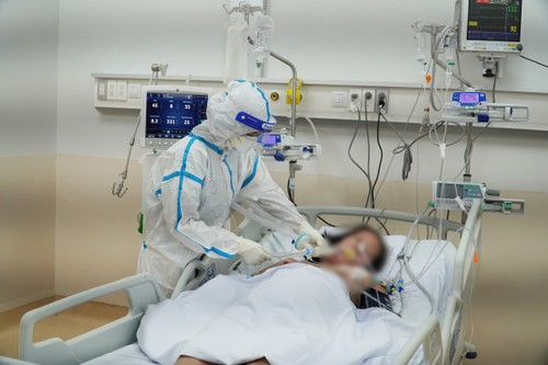 Estoica labor del personal del hospital de Reanimación Covid-19 - ảnh 1
