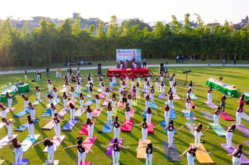 Happy Flow, o el yoga con música, un estilo cada vez más popular en Vietnam - ảnh 3