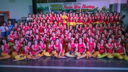 Happy Flow, o el yoga con música, un estilo cada vez más popular en Vietnam - ảnh 1