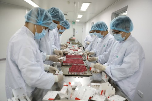 Vietnam produce con éxito el primer lote de la vacuna rusa Sputnik V - ảnh 1